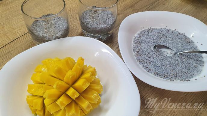 Десерт с семенами чиа и манго