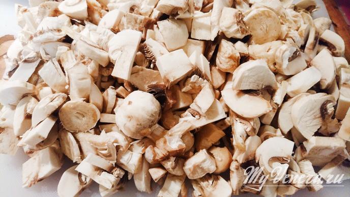 Говяжьи отбивные с грибами в духовке