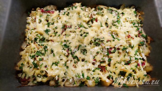 Запеканка из картошки и грибов в духовке.